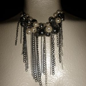 Stunning pearl necklace w/matching earrings